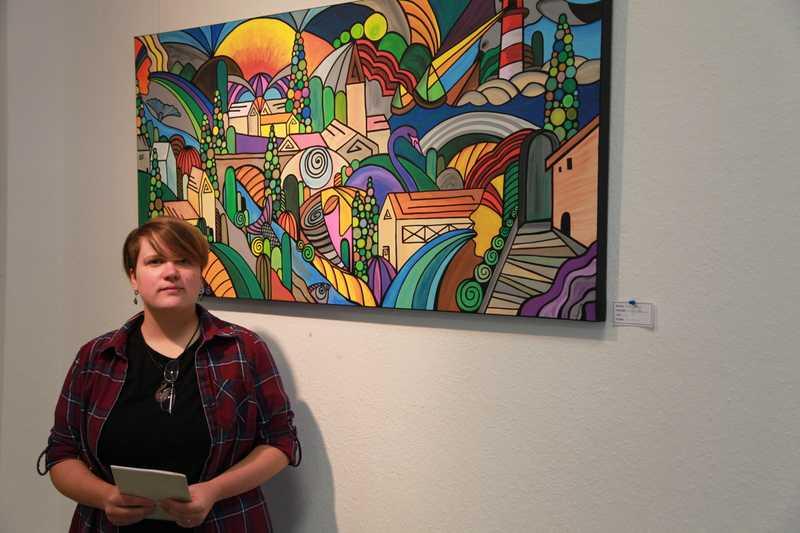 Jennifer Fischer in ihrer Ausstellung