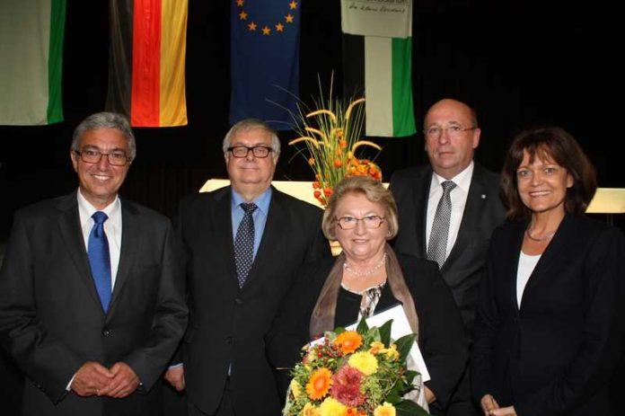 Minister ehrt Kommunalpolitiker vl. R.Lewentz, E.Strifler, G.Albrecht, H.Jöckel, OB Dr. E.Lohse