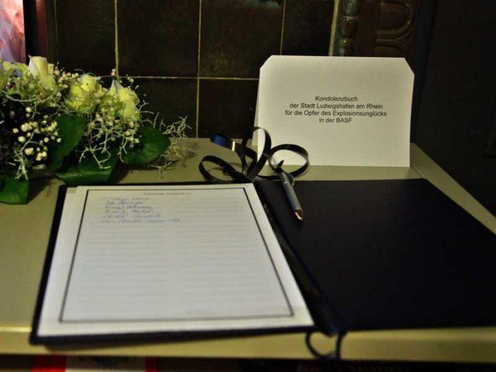 Kondolenzbuch für die Opfer der Explosion in der BASF