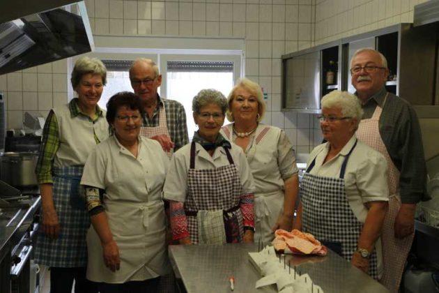 Küchenmannschaft mit Vorstand