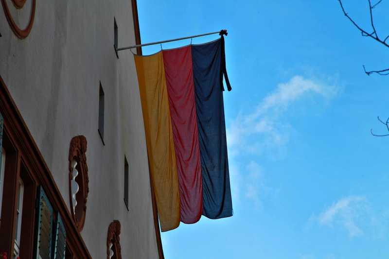 Rathaus-Oppau Trauerbeflaggung