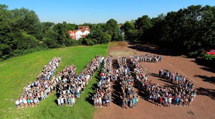 Schülerinnen und Schüler des Wilhelm von Humboldt Gymnasiums Edigheim. Aufn. WHG Edigheim