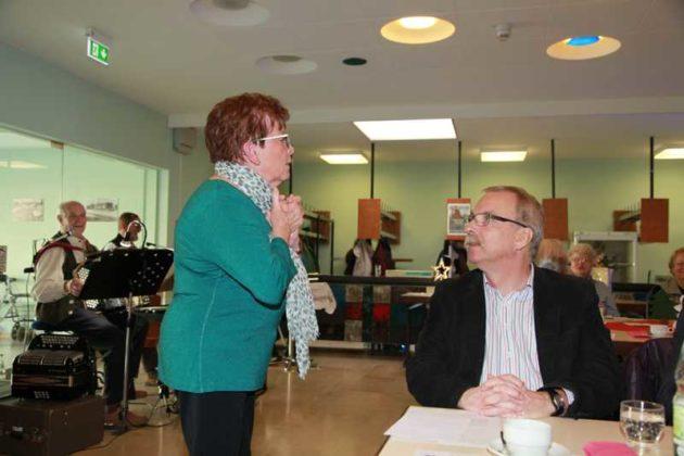 Lore Frech und Bürgermeister Wolfgang van Vliet