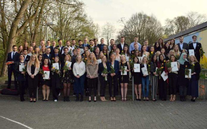 Abiturienten des Humboldt-Gymnasiums Edigheim