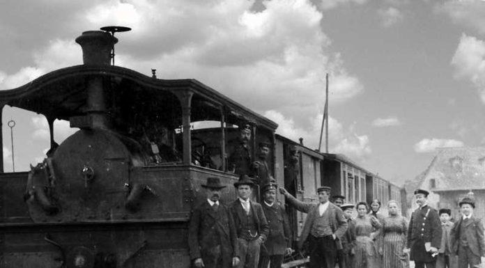 Der Eröffnungszug der Lokalbahn in Friesenheim