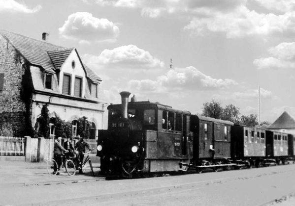 Oppau um 1925 Edigheimer-Straße, Lok 99 101 mit Wagen an der Haltestelle Bührer. 49.525461, 8.399177
