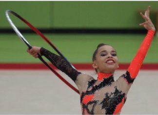 Hannah Vester bei ihrer Übung mit Reifen (Platz 2)