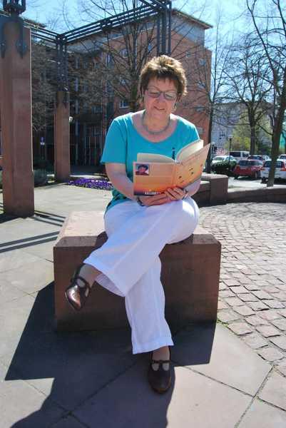Edith am Brunnen - Archivbild