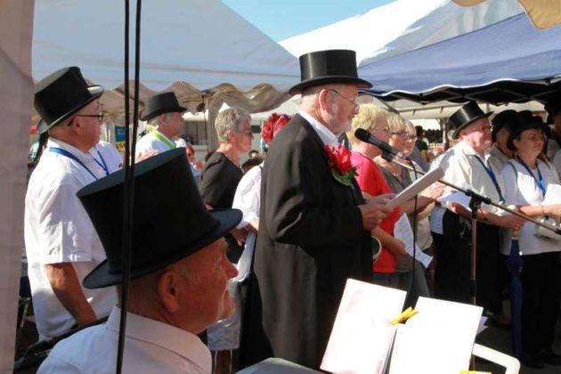 Hubert Eisenhauer begrüßt die Besucher.