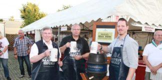 Ortsvorsteher Udo Scheuermann, 1.Vorsitzender Klaus Müller und Frank Habermann, Mayer-Brauerei beim Faßbieranstich und Prost auf das Sommerfest.