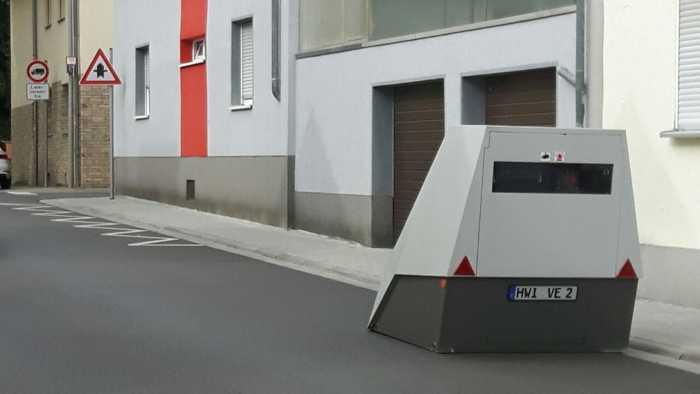 Radarkontrollen - Oppau - Mobiler Blitzer am Straßenrand - Archivbild