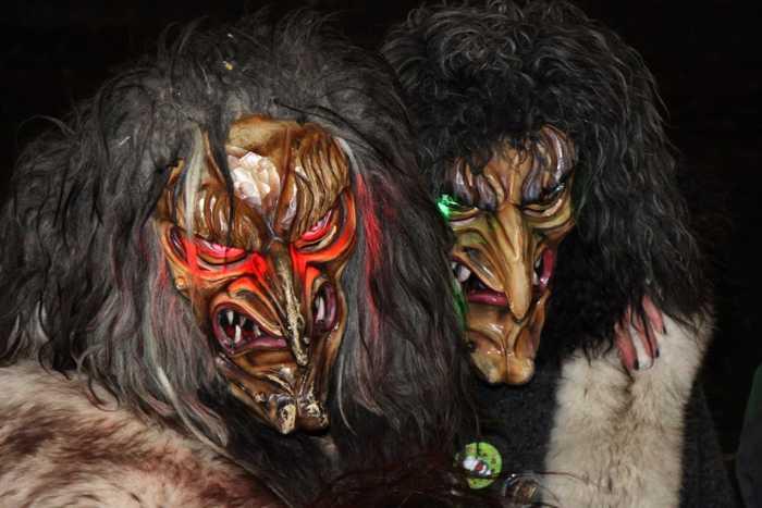 Hexen und Geister beim Dämmerumzug