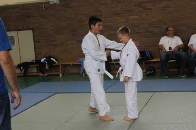 Zwei junge Kämpfer beim Judo