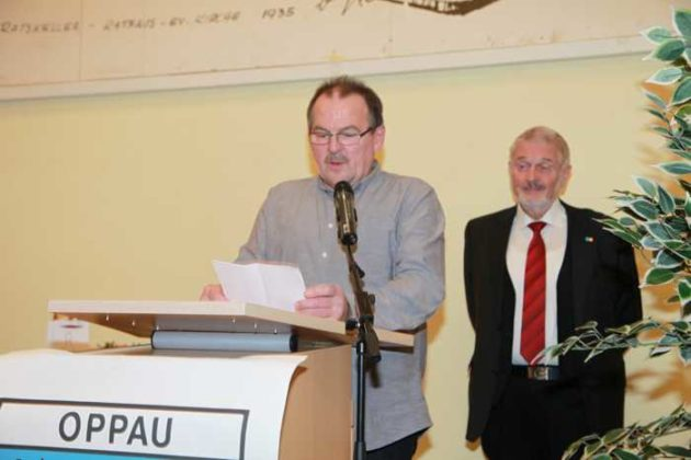 Horst Bindner hält die Laudatio auf KH Berzel