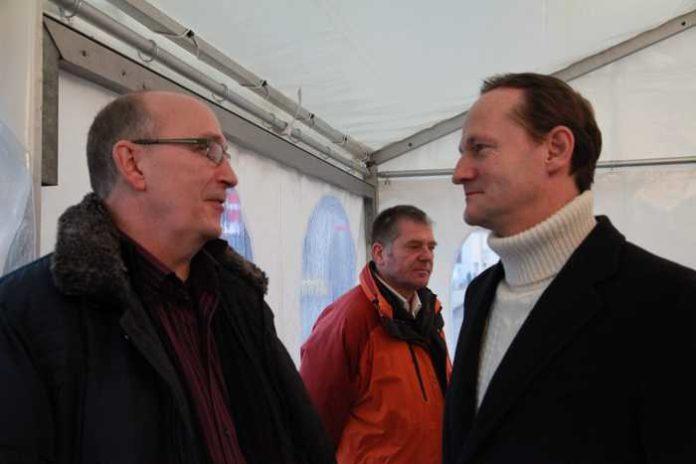 BASAF-Werksleiter Dr. Uwe Liebelt (r) im Gespräch mit Frank Meier, SPD-Vorsitzender Oppau