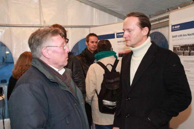 Ortsvorsteher Udo Scheuermann mit BASF-Werksleiter Dr. Uwe Liebelt