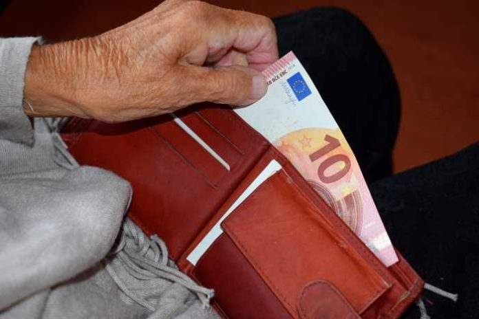 Enkeltrick-Betrüger nutzen die Hilfsbereitschaft vornehmlich älterer Menschen aus