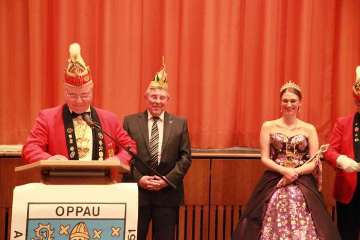 KOD-Präsident Uwe Geissendörfer. Karnevalprinzessin Corinna I. und Gefolge
