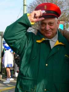 Manfred Fischer bei seiner närrischen Straßenbahn 2007