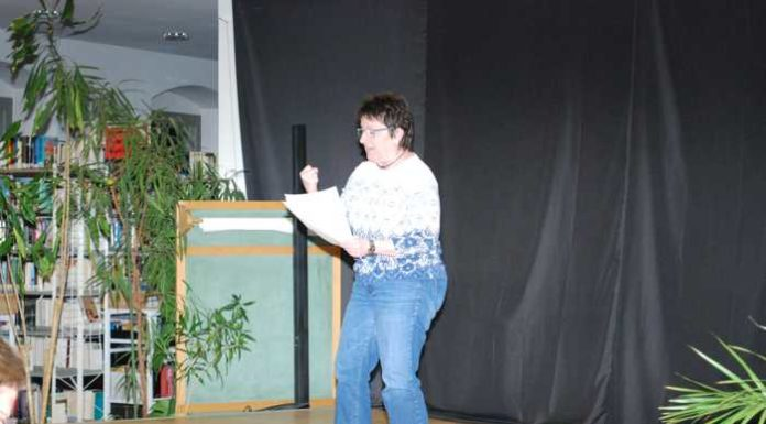 Edith Brünnler beim Poetry-Slam in Schwetzingen