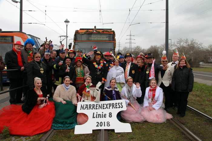 Gruppenfoto mit der neuen Oberbürgermeisterin Jutta Steinruck vor der Zugabfahrt
