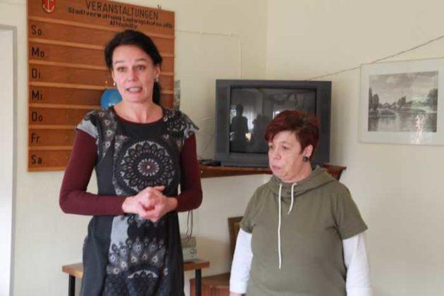 Frau Knesch, Seniorenförderung LU stellt Renate Würth, die neue ehrenamtliche Leiterin vor.