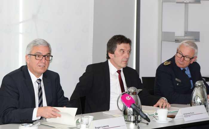 Roger Lewentz (Innenminister RLP), Johannes Kunz (Präsident des LKA RLP), Jürgen Schmitt (Inspekteur der Polizei RLP) Bild-Infos Download