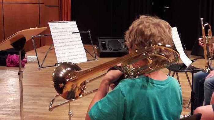 Es sind noch Plätze frei: Das Vororchester des MBOs Kurpfalz sucht Musikanfänger zum gemeinsamen Musizieren. Zum Kennenlernen gibt es am Montag, den 12.März 2018 um 17 Uhr eine Schnupperprobe für interessierte Eltern und Kinder im Bürgerhaus Oppau
