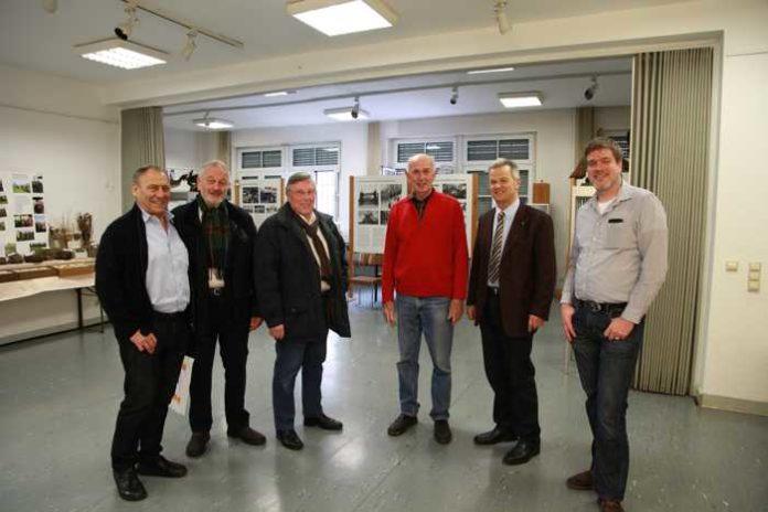 Oppau 12.3.2018 Abordnung von Bad Dürkheim besichtigt Eier- und Nester-Sammlung. Wolfgang Lutz, ehem. Bürgermeister von Bad Dürkheim, Leiter des