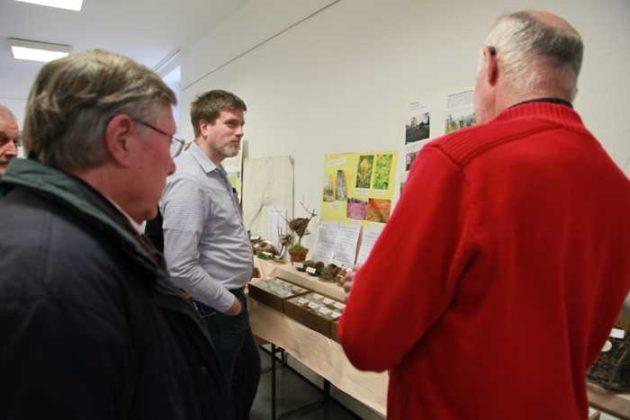 Ortsvorsteher Udo Scheuermann, Dir. Dr. Frank Wieland vom Pfalzmuseum für Naturkunde - POLLICHIA und Alfred Pfeiffer im Gespräch