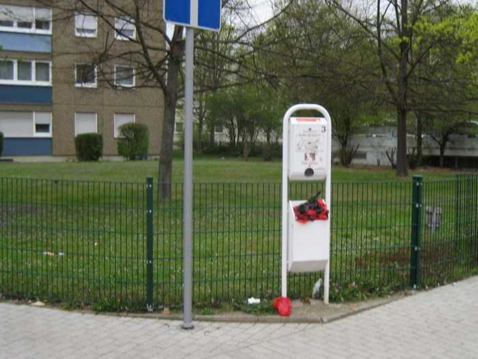 Leserzuschrift: Nicht geleerter Hundekotbehälter in der Pfingstweide - Quelle: Privat