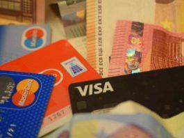 Viele Trickdiebe nutzen den weit verbreiteten Einsatz von EC- und Kreditkarten aus.