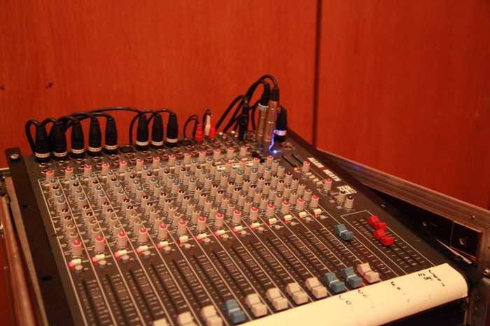 In einem solchen Haus, muss die Tontechnik stimmen - Das neu erworbene Pult