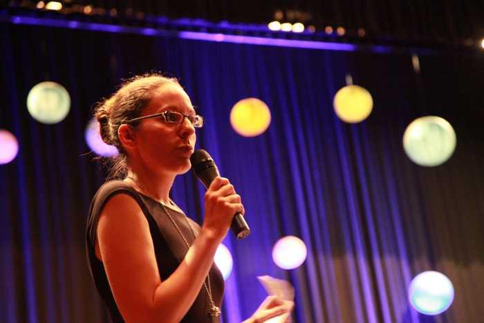 Die Vorsitzende des Vereins Maren Berger bei ihrer Begrüßungsrede