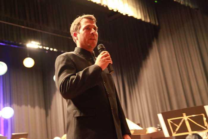 Dominique Civilotti, der Dirigent des Hauptorchesters