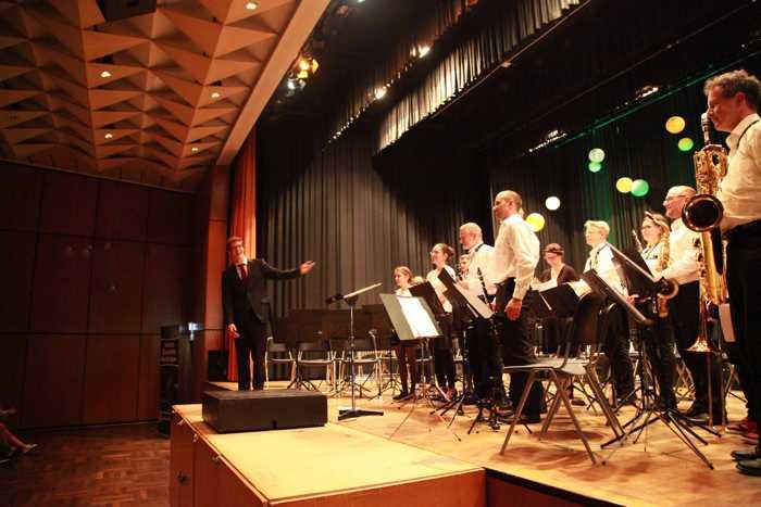 Dirigent Lucas Weinspach mit dem Vororchester