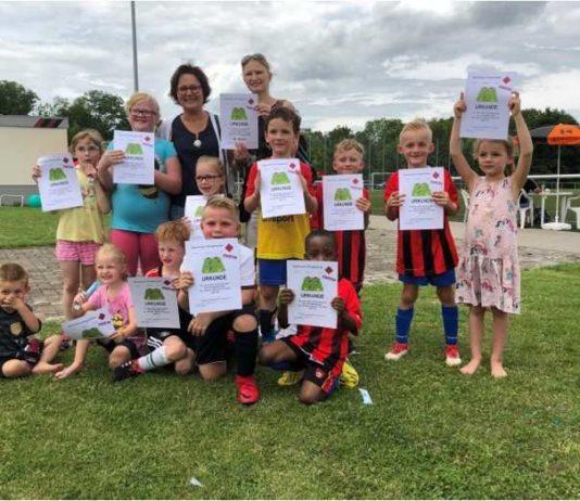 SVP Fußballturnier - jedes Kind bekommt eine Urkunde