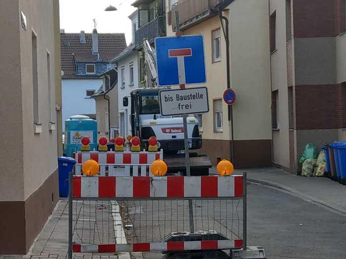 Sperrung des Verkehrs Ecke Friedrichstrasse und Kurt-Schumacherstrasse