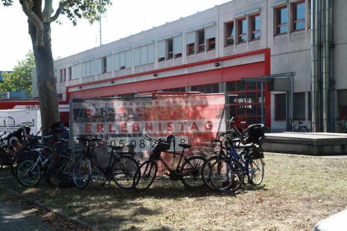 Viele Besucher kamen mit dem Rad