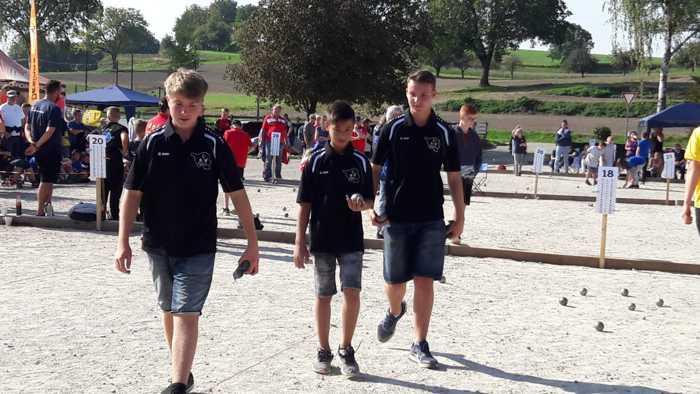 Das Team Saarland hat mit Valentin das erste Spiel gegen Ba- Wü gewonnen.