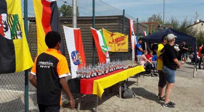 Noch ein Team im Finale: die Espoirs Lea, Timo u. Pascal haben 13:6 gewonnen! - Die Pokale stehen schon bereit.