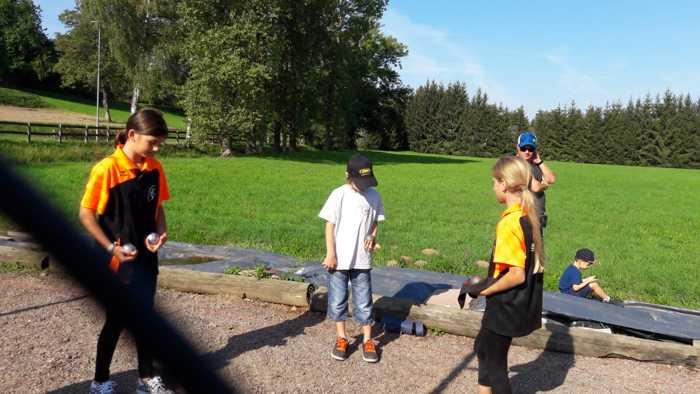 Jannis, Minimes des VfSK spielt im Team vom Saarland gegen seinen Spielkollegen Ben mit Emma und Soley, beide TVE.