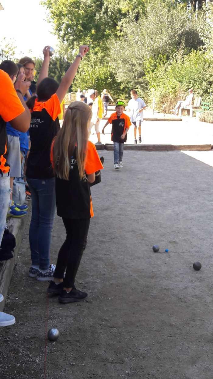 Die Minimes Ben, Emma und Soley haben bei ihrer ersten DM-Teilnahme 2 Spiele gewonnen und starten heute im B-Turnier.