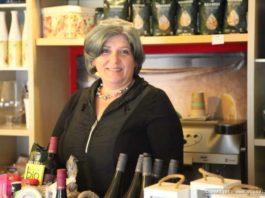 Die Inhaberin Suzanna Bradas