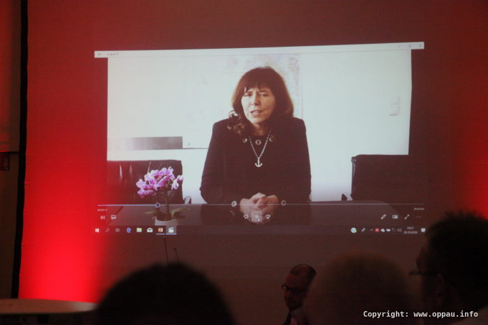 Videobotschaft und Stärkung aus China - OB Jutta Steinruck