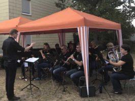 (Bildrechte MBO) Damals noch als Projektensemble angelegt, spielte ein MBO-Ensemble zum Freiwilligentag 2018 unter der Leitung von Lucas Weinspach (1.v.l.)