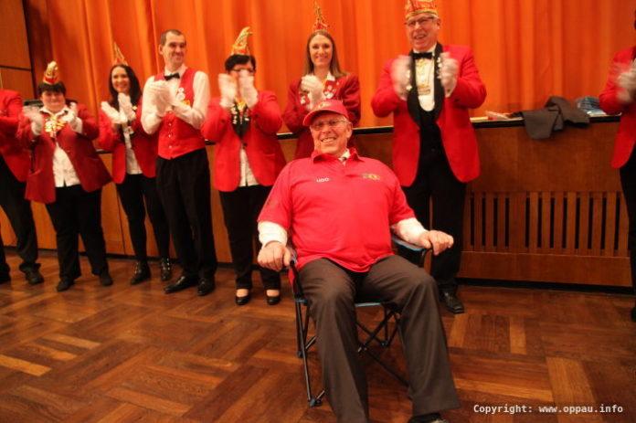 Die Fastnachter brachten Udo Scheuermann gleich einen Stuhl für seinen zweitweiligen