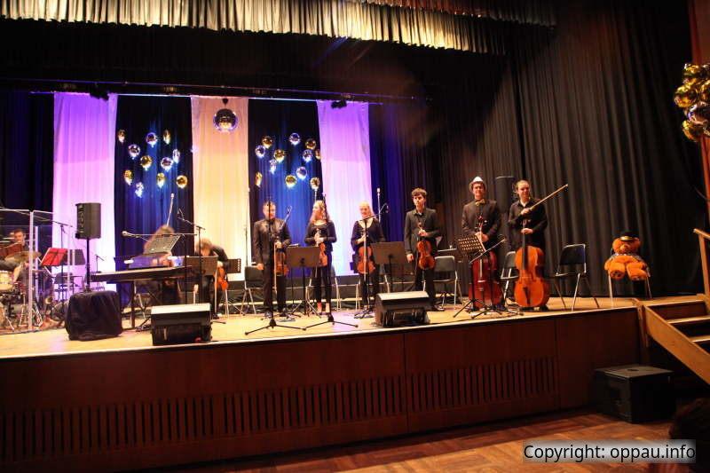 """Die Streichergruppe der südwestdeutschen Philharmonie unterstützte die """"No Names"""""""